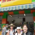 2623-a shopping stroll